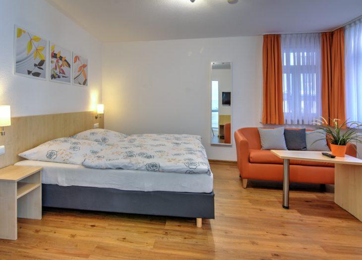 Wohn-/Schlafzimmer - Clivia