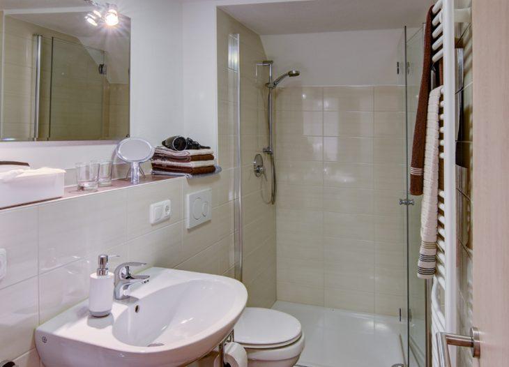 Bad mit Dusche - Strelizia